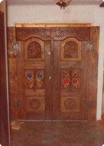 Hinges for Willie Nelson's door